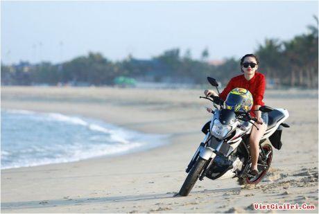 Yamaha New FZ150i with Vietnam Girls 2