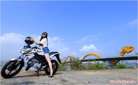 Yamaha New FZ150i with Vietnam Girls 3