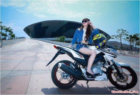 Yamaha New FZ150i with Vietnam Girls 4