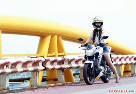 Yamaha New FZ150i with Vietnam Girls 6