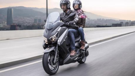 2015-Yamaha-X-MAX-250-ABS-EU-Matt-Grey-Action-001 (3)