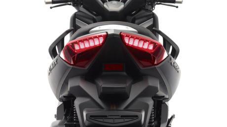 2015-Yamaha-X-MAX-250-ABS-EU-Matt-Grey-Detail-011