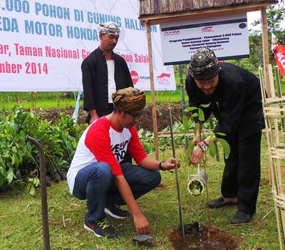 AHM Tanam 12.000 Pohon untuk Masyarakat Adat Kasepuhan Ciptagelar AHM_ (2)