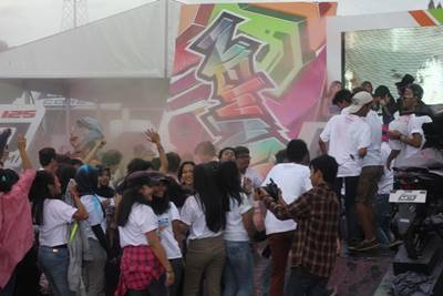 Flashmob dancing dan colorful powder di launching New Mio M3 125 di event Yamaha Asean Cup Race Sentul
