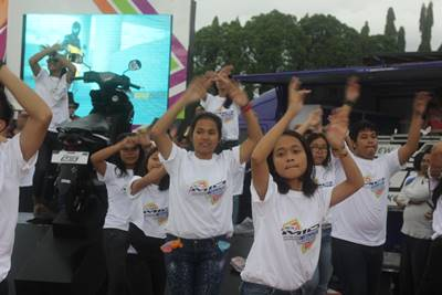 Flashmob dancing di launching New Mio M3 125 di event Yamaha Asean Cup Race 2014 Sentul