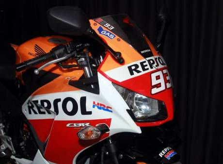 Honda all New CBR150R repsol Edisi juara Marc Marquez 5