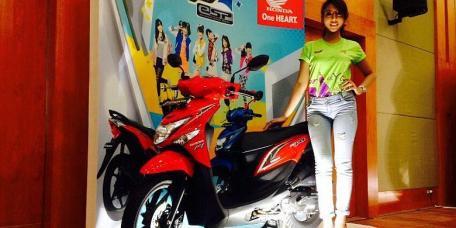 Honda Beat POP ESP red