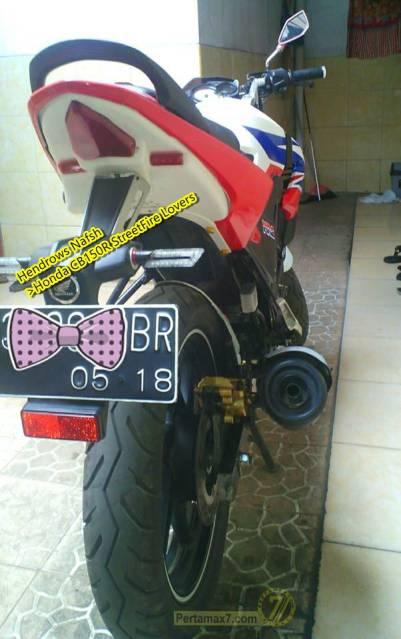 Honda CB150R pakai spakbor Yamaha r15 1