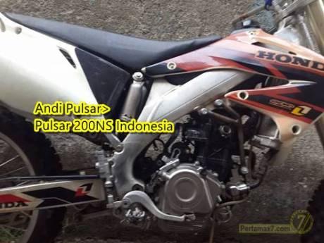 Honda CRF dipasang Mesin Pulsar 200NS 2