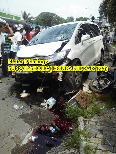 Honda freed Tabrak 2 motor di Semarang 5