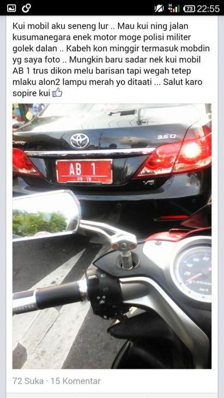 mobil Sri Sultan Hamengkubuwono X disuruh minggir oleh rombongan presiden