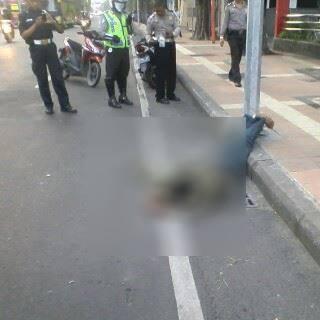 pemuda tabrak tiang listrik karena mabuk di surabaya