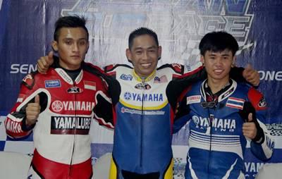 Podium Race 1 MT Yamaha Asean Cup Race 2014 kiri ke kanan  - Yoga Adi Permana - Mohammad Affendi Bin Rosli - Peerapong  Luiboonpeng