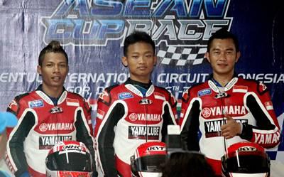Podium Race 1 ST150 Yamaha Asean Cup Race 2014 kiri ke  kanan - Handy Tuahatu - Rheza Danica - Fitriansyah Kete