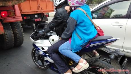 Bawa Anak Bonceng Yamaha R15 Ampun Papa Pertamax7 Com