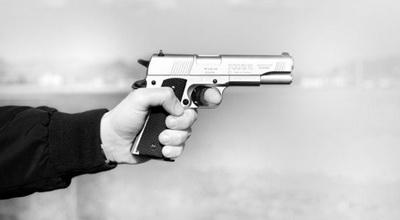 todongkan pistol