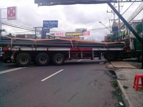 truk trailer mogok di jalan kaliurang bikin macet