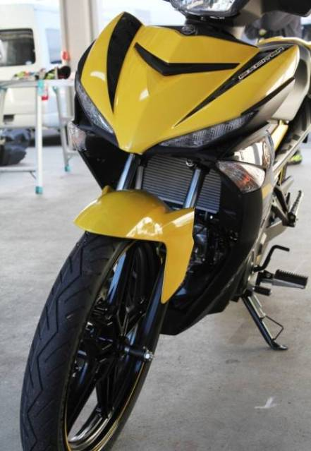 Yamaha Exciter 150 or Yamaha Jupiter MX king 150 yellow front view