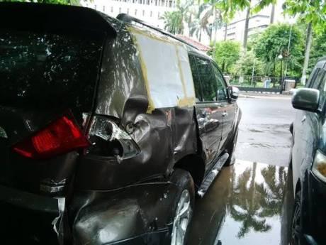 ABG naik pajero sport tabrak rumah Jendral TNI Moeldoko 13