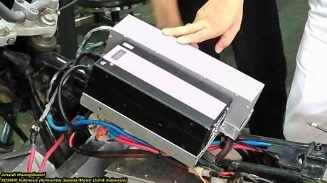 Bajaj Pulsar bermesin motor listrik karya Politeknik Negeri Jakarta 15
