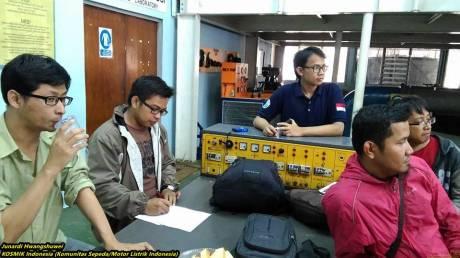 Bajaj Pulsar bermesin motor listrik karya Politeknik Negeri Jakarta 16