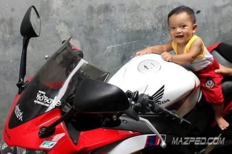 bocah 9 bulan punya honda CBR150R rwb CBU thailand mazped.com