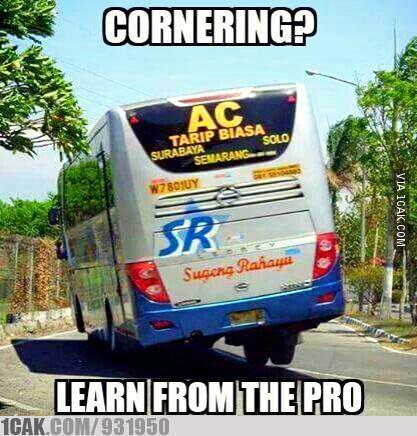 bus sugeng rahayu nikung dengan 3 roda