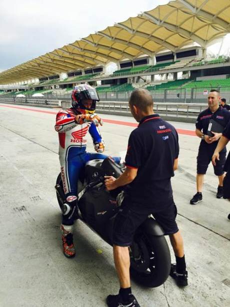 casey-stoner-sepang-test-january-2015-hrc 001