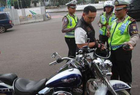 Harley Davidson B 6168 ESG ditilang polisi jalan thamrin kabur jadi dpo 1