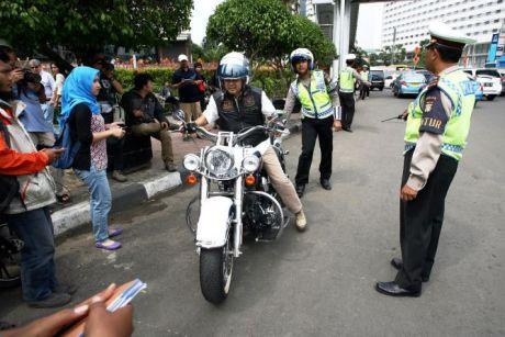 Harley Davidson B 6168 ESG ditilang polisi jalan thamrin kabur jadi dpo menyerahkan diri