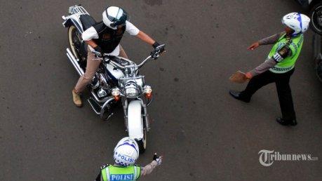 Harley Davidson B 6168 ESG ditilang polisi jalan thamrin kabur jadi dpo