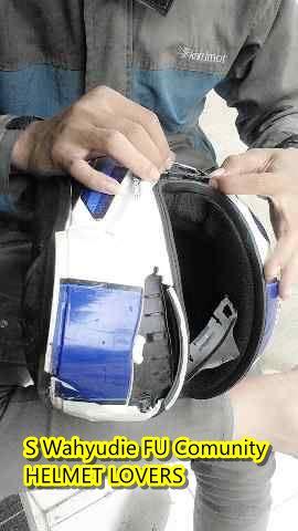 helm kbc terlindas mobil