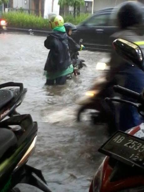 Jalan Gejayan Yogyakarta terendam banjir2