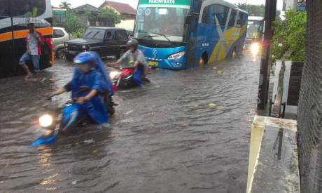 Jalan Gejayan Yogyakarta terendam banjir4