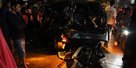 Kecelakaan Beruntun di Arteri Pondok Indah Mobil Outlander kabur tabrak beruntun 2 mobil dan 4 Motor 4 Meninggal Dunia