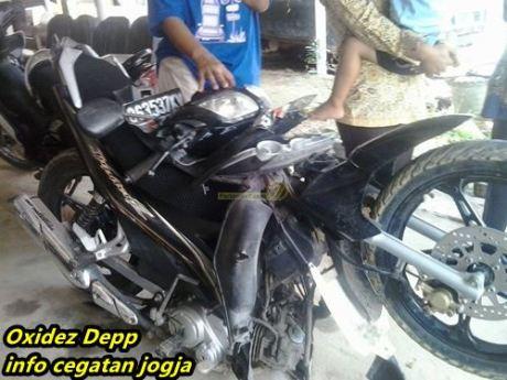 kecelakaan Yamaha Jupiter Z di tabrak tronton di sumatera 0