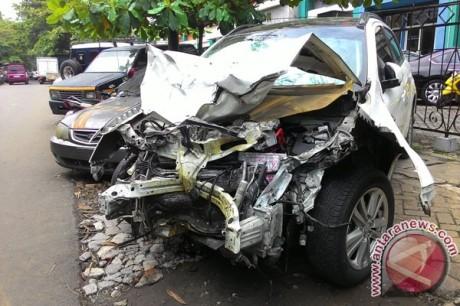 Kondisi Outlander Maut  Jalan Arteri Pondok Indah perenggut 4 Jiwa akibat Narkoba, Remuk remek banyak bercak darah 1