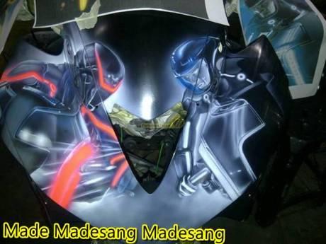 Modifikasi Yamaha R25 tema Tron Legacy 4