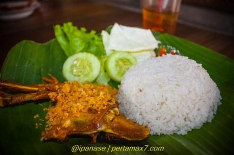 Nyicip Ayam Kampung Goreng dan Es campur Depot Es Puas Wonogiri pertamax7.comm testride cbr250R_-183 2015 pertamax7.com