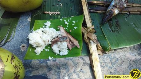 Nyicip Ikan Cakalang Bakar di Pantai SOge pertamax7.com 2