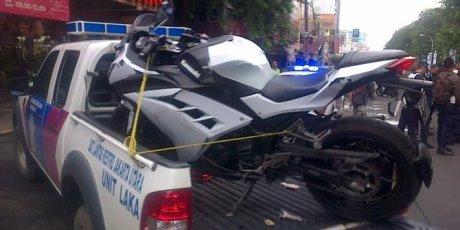 pemotor-ninja-250-cc-tewas-usai-ngebut-jatuh-terseret-30-meter
