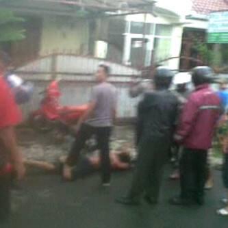 pencuri honda CRV depok kabur tabrak mobil dan motor