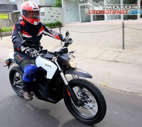 test-ride-Zero-DS-motor-listrik-01