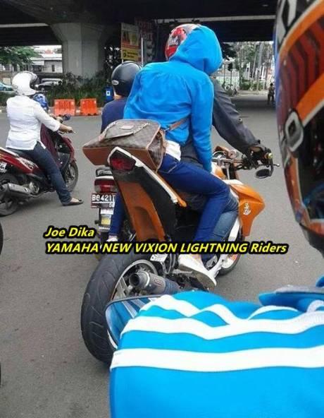 yamaha new vixion lebih nungging ketimbang yamaha R15