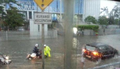Banjir Jakarta Lumpuhkan Pabrik Daihatsu dan Toyota Indonesia 001 pertamax7.com