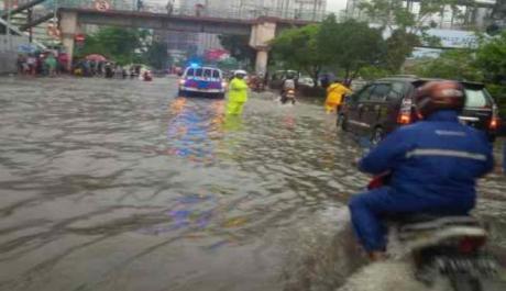 Banjir Jakarta Lumpuhkan Pabrik Daihatsu dan Toyota Indonesia 004 pertamax7.com