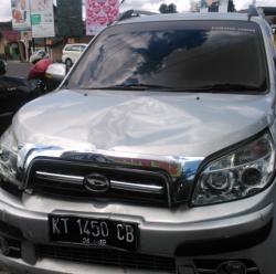 Diduga karena Mengantuk, Terios Seruduk 9 Motor dan 1 Sepeda di Jogja, Korban Patah Kaki