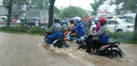honda beat mogok kena banjir ditarik yamaha mio M3 125 jakarta 1