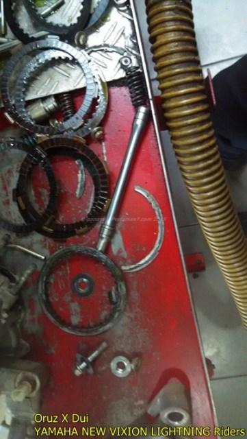 Mesin yamaha New Vixion hancur setelah terjang banjir 005 Pertamax7.com