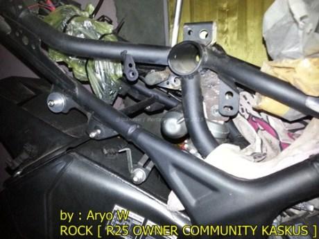 Pasang Swing Arm Yamaha R6 di yamaha R25 003 Pertamax7.com